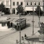 Tramvaj č. 4 na konečné na náměstí...