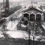 Bývalá tramvajová vozovna, dodnes existující v Havlíčkově ulici...