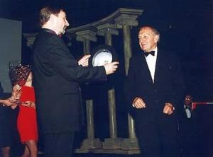 Ladislav Panovec (vpravo) s bývalým ředitelem Horáckého divadla Josefem Filou... (foto HDJ)